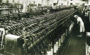 Rudolf Steiner ging es in der Waldorfschule um das «Hantieren», das konkrete, handelnde Sicherheit-Gewinnen mit dem, was die fortgeschrittene Technik damals zu bieten hatte. Damals war es die Spinnerei.